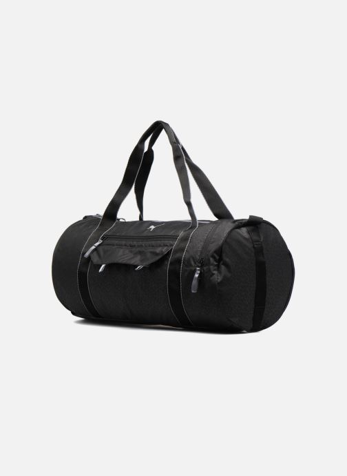 Borsa da palestra Puma Fit AT Sports Duffle Nero modello indossato