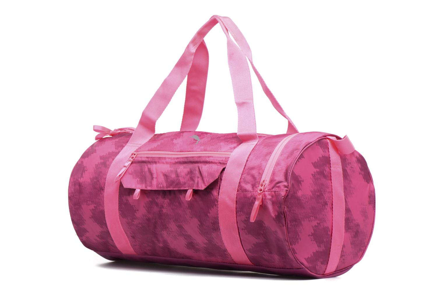 Bolsas de deporte Puma Fit AT Sports Duffle Rosa vista del modelo