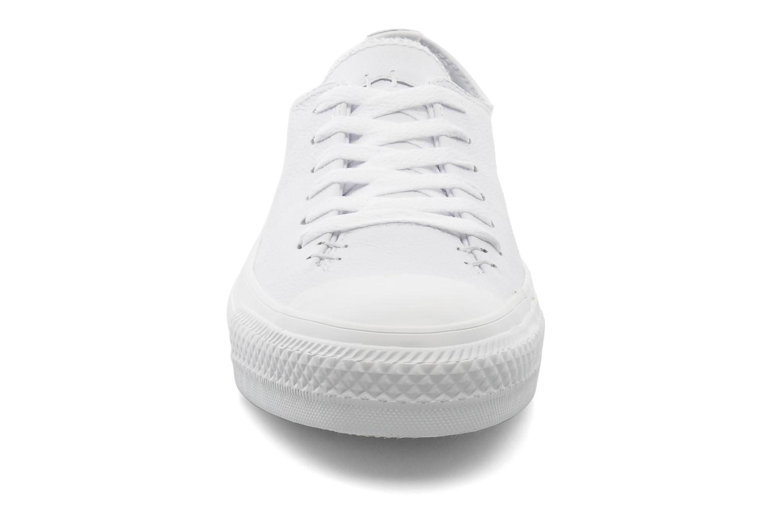 Baskets Converse Chuck Taylor All Star Sawyer Leather Ox M Blanc vue portées chaussures