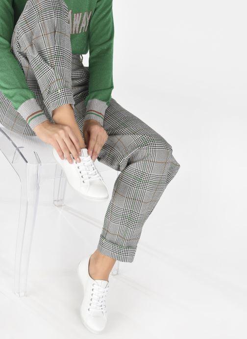 Sneaker TBS Cerise weiß ansicht von unten / tasche getragen