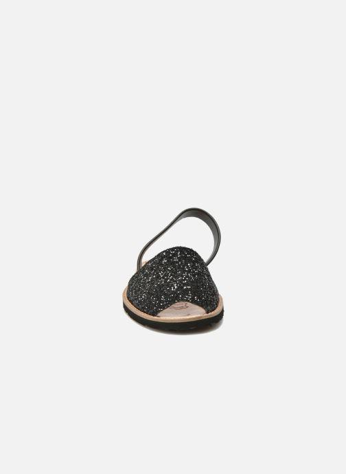 Sandali e scarpe aperte Minorquines Avarca Nero modello indossato