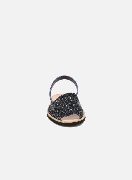 Sandales et nu-pieds Minorquines Avarca Bleu vue portées chaussures