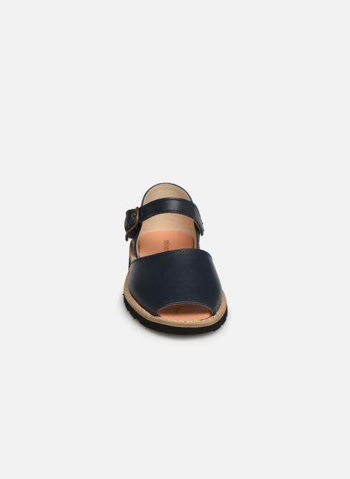 Sandales et nu-pieds Minorquines Frailera Bleu vue portées chaussures