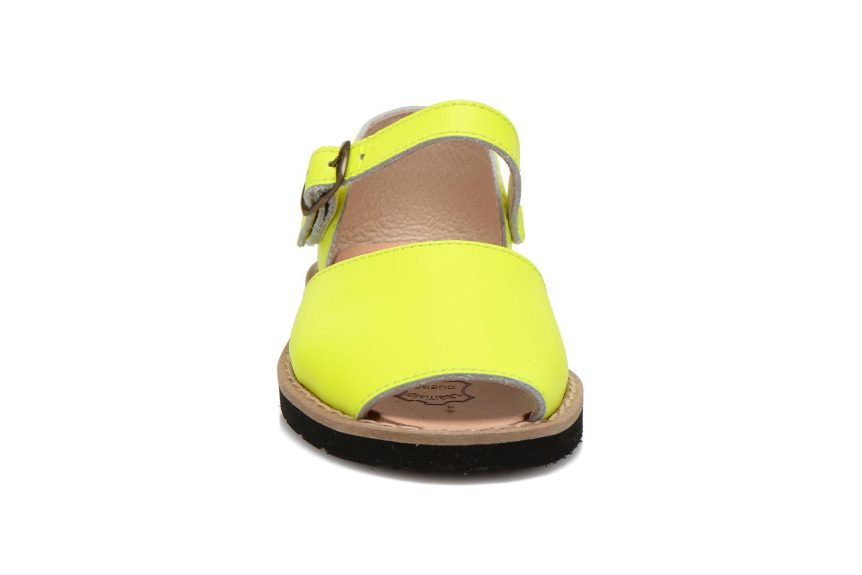 Sandalen MINORQUINES Frailera gelb schuhe getragen