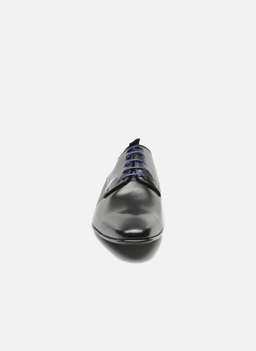 Scarpe con lacci Azzaro Nabou Nero modello indossato