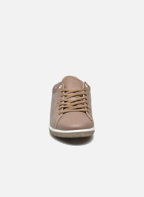 Sneakers TBS Easy Walk Oxygen Marrone modello indossato