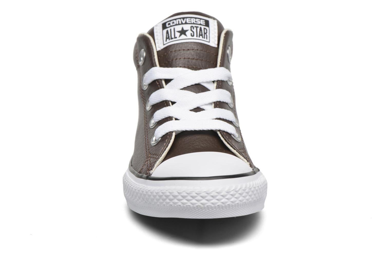 Baskets Converse Chuck Taylor All Star Street Mid Marron vue portées chaussures