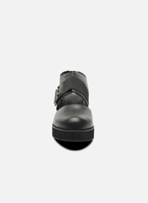 Sandali e scarpe aperte Shellys London Costain Nero modello indossato