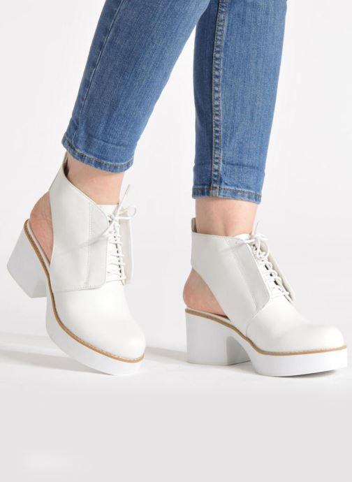 Stiefeletten & Boots Shellys London Michellton weiß ansicht von unten / tasche getragen
