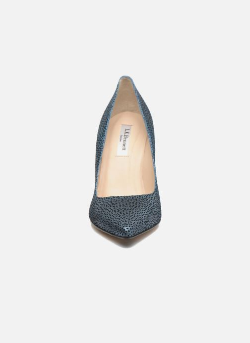 Zapatos de tacón L.K. Bennett Fern Azul vista del modelo