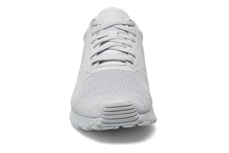 Baskets Nike Nike Air Max Tavas Gris vue portées chaussures