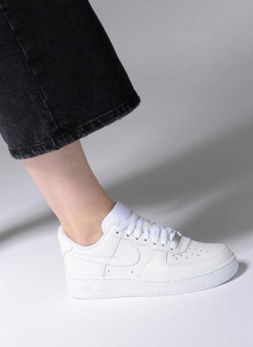 Sneaker Nike Wmns Air Force 1 '07 weiß ansicht von unten / tasche getragen