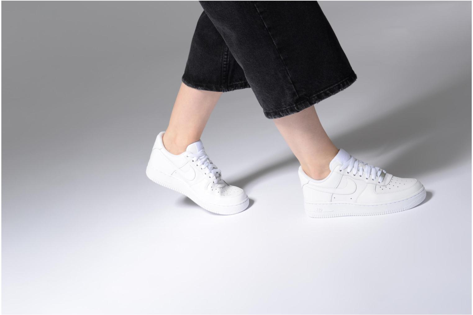 Baskets Nike Wmns Air Force 1 '07 Blanc vue bas / vue portée sac