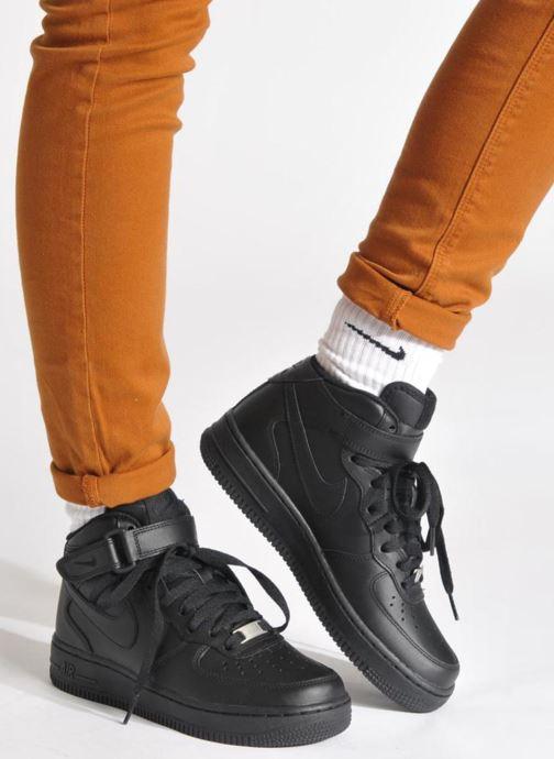 Sneaker Nike Wmns Air Force 1 Mid '07 Le schwarz ansicht von unten / tasche getragen
