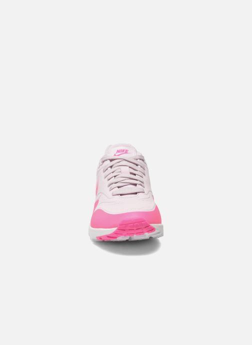 Sneakers Nike Wmns Air Max 1 Ultra Moire Rosa modello indossato