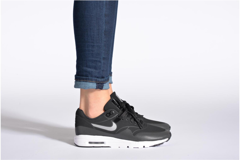 Baskets Nike Wmns Air Max 1 Ultra Moire Noir vue bas / vue portée sac