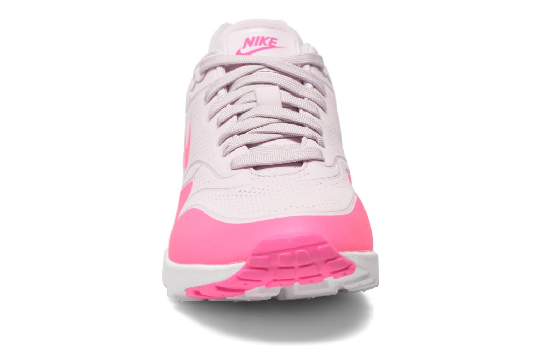 Baskets Nike Wmns Air Max 1 Ultra Moire Rose vue portées chaussures