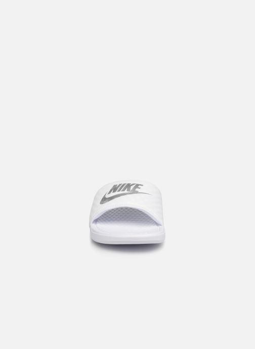 Mules et sabots Nike Wmns Benassi Jdi Blanc vue portées chaussures