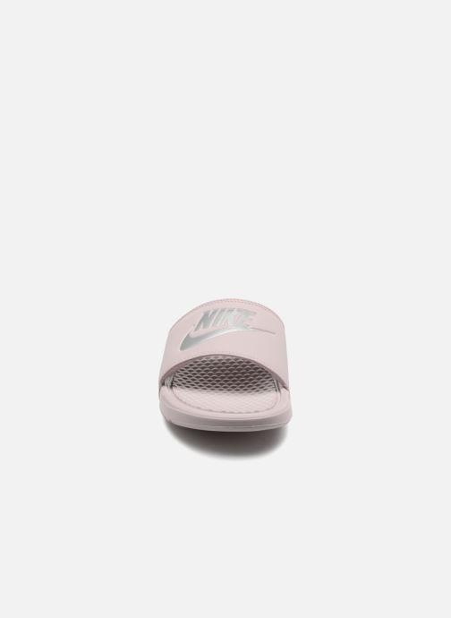 Mules et sabots Nike Wmns Benassi Jdi Rose vue portées chaussures