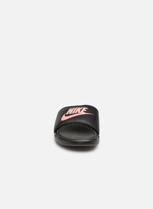 Zoccoli Nike Wmns Benassi Jdi Nero modello indossato