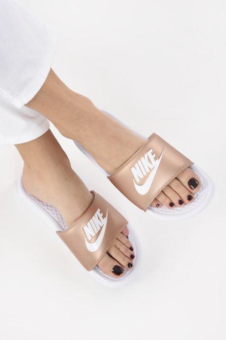 Clogs & Pantoletten Nike Wmns Benassi Jdi silber ansicht von unten / tasche getragen