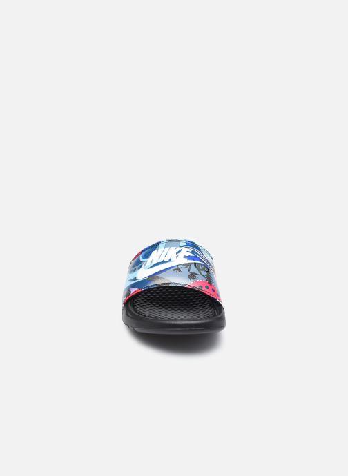 Zuecos Nike Wmns Benassi Jdi Print Negro vista del modelo