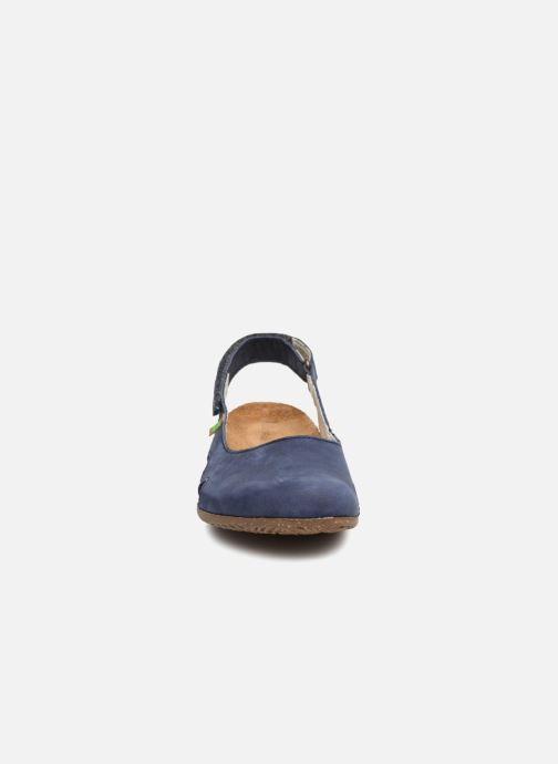 Ballerines El Naturalista Wakataua N413 Bleu vue portées chaussures