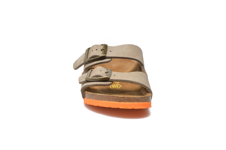 Sandales et nu-pieds Birkenstock Arizona Birko-Flor Gris vue portées chaussures