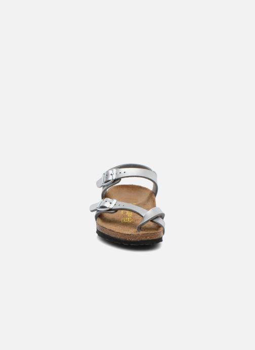 Sandali e scarpe aperte Birkenstock TAORMINA Argento modello indossato