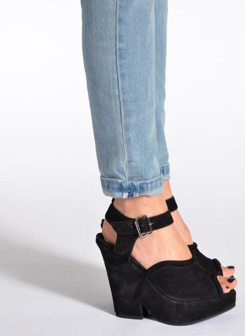 Sandales et nu-pieds Carven Gabrielly Noir vue bas / vue portée sac