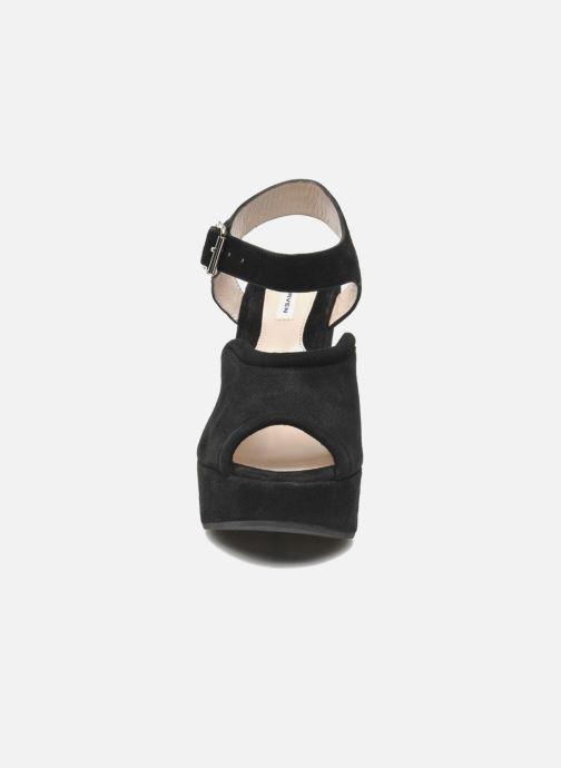 Sandales et nu-pieds Carven Gabrielly Noir vue portées chaussures