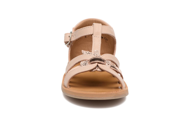 Sandaler Pom d Api POPPY APPLE Beige se skoene på
