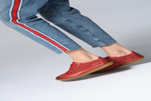 Schnürschuhe Kickers Hollyday schwarz ansicht von unten / tasche getragen