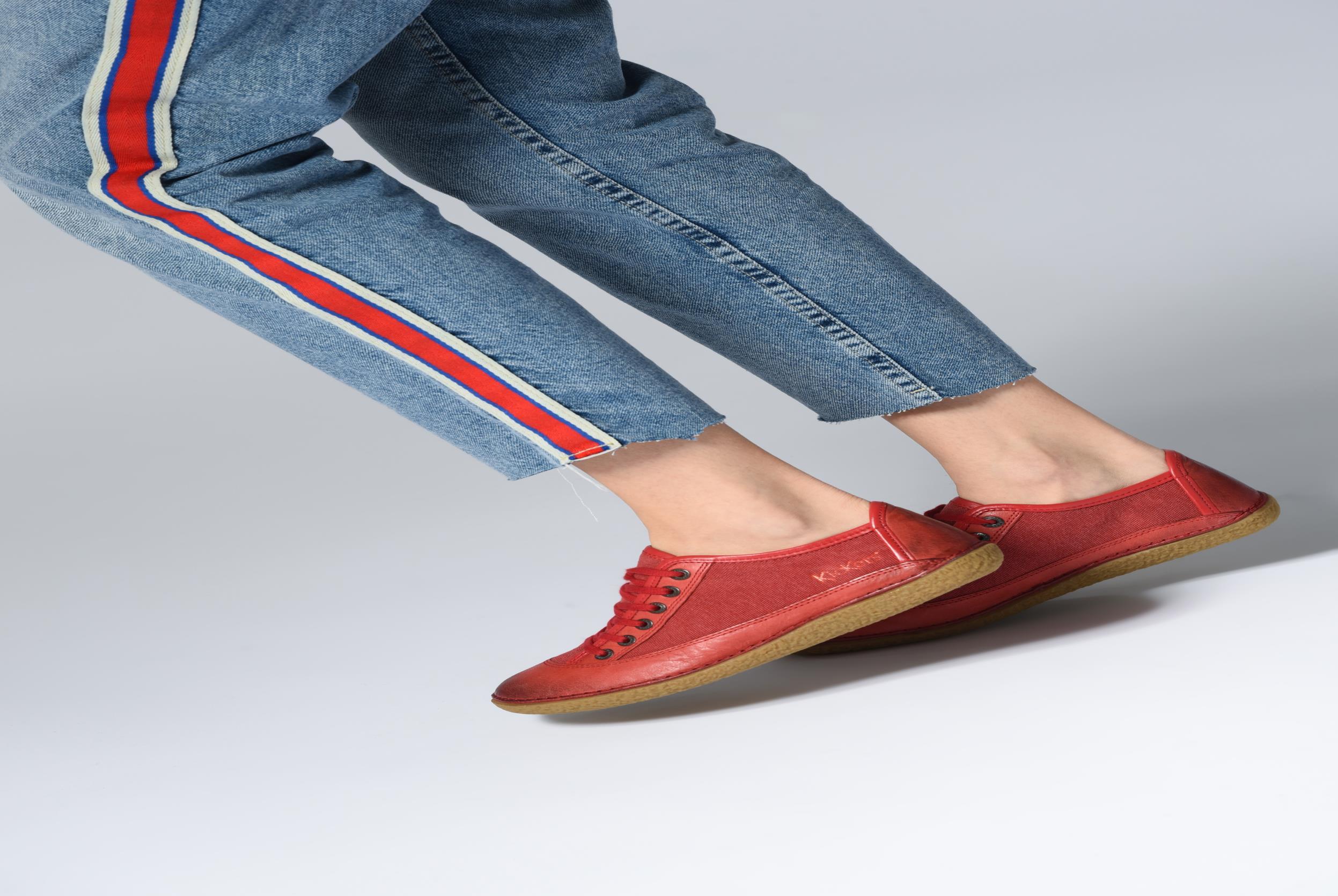 Schnürschuhe Kickers Hollyday blau ansicht von unten / tasche getragen