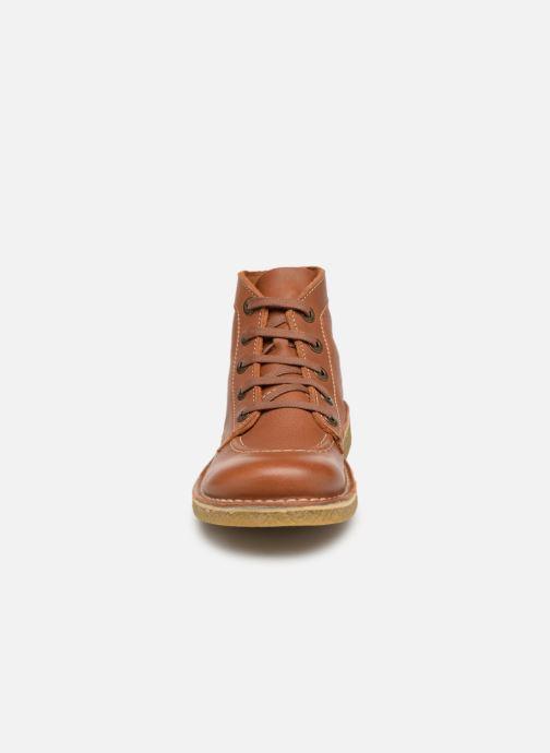 Scarpe con lacci Kickers Legendiknew Marrone modello indossato