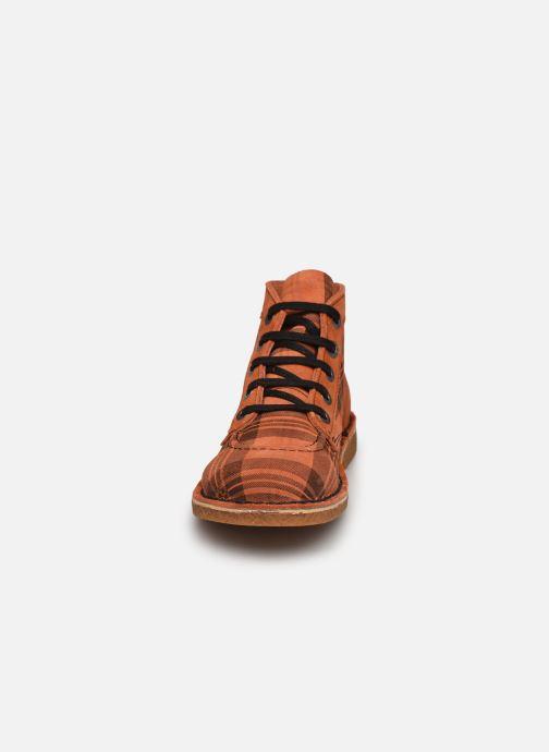 Scarpe con lacci Kickers Legendiknew Arancione modello indossato
