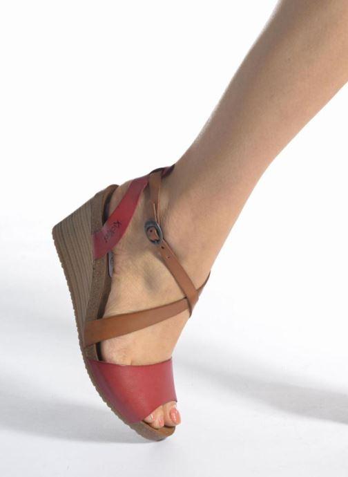Sandalen Kickers Spagnol schwarz ansicht von unten / tasche getragen