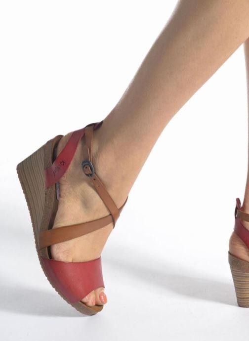 Sandalen Kickers Spagnol braun ansicht von unten / tasche getragen