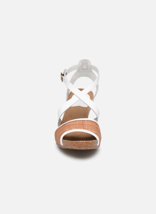 Sandales et nu-pieds Kickers Spagnol Blanc vue portées chaussures