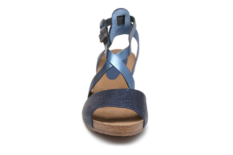 Sandales et nu-pieds Kickers Spagnol Bleu vue portées chaussures