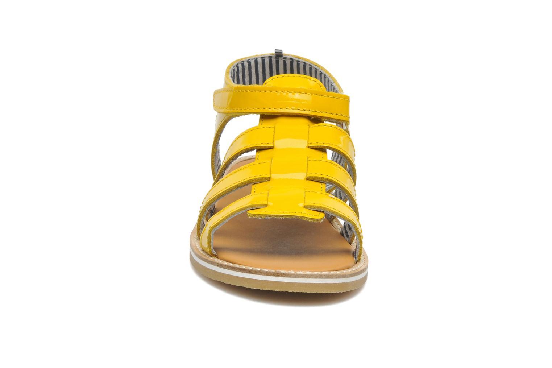 Sandales et nu-pieds Petit bateau Nut Jaune vue portées chaussures