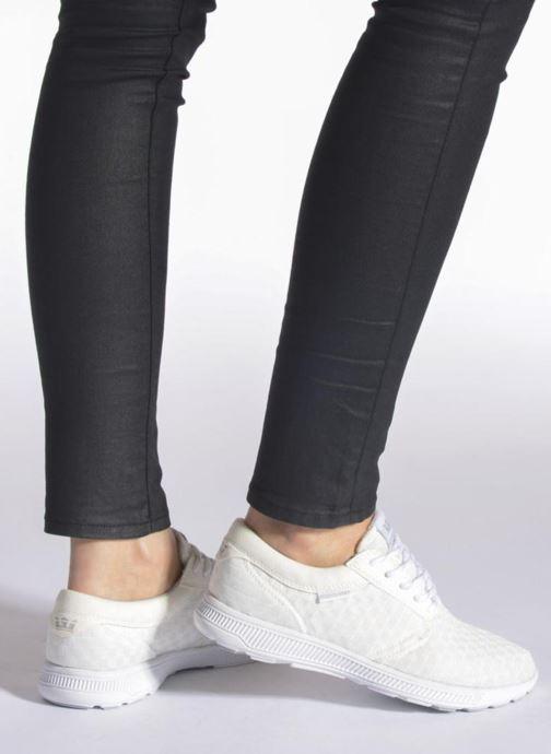 Sneaker Supra Hammer run W weiß ansicht von unten / tasche getragen