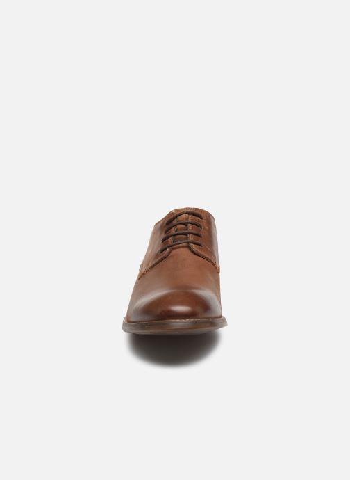 Zapatos con cordones Clarks Exton Walk Marrón vista del modelo