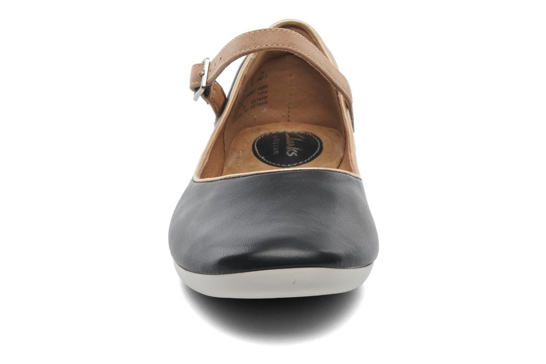 Ballerines Clarks Feature Film Noir vue portées chaussures
