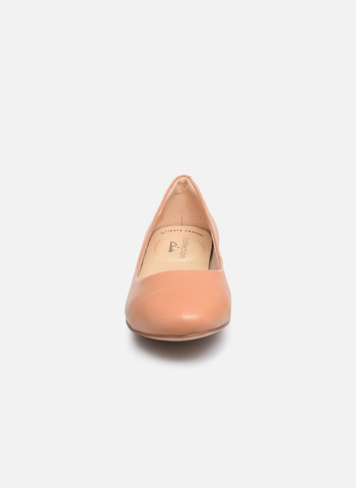 Ballerines Clarks Festival Gold Beige vue portées chaussures
