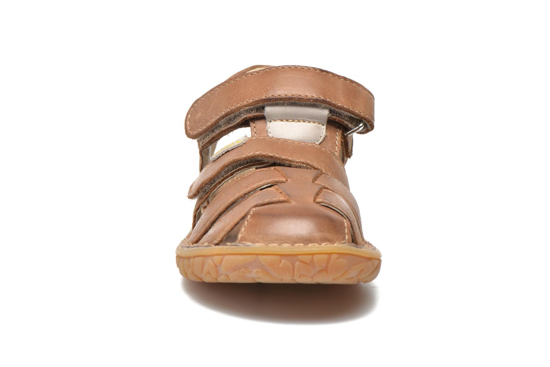 Sandales et nu-pieds Noël BOON Marron vue portées chaussures
