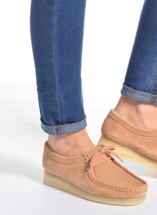 Chaussures à lacets Clarks Originals Wallabee W Noir vue bas / vue portée sac