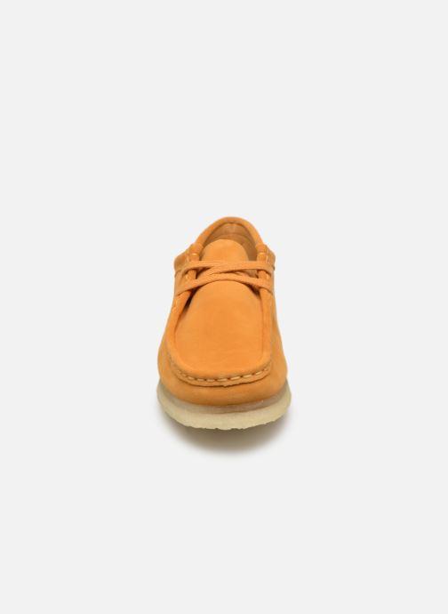 Zapatos con cordones Clarks Originals Wallabee W Amarillo vista del modelo