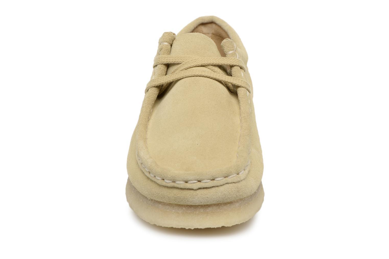 Chaussures à lacets Clarks Originals Wallabee W Beige vue portées chaussures