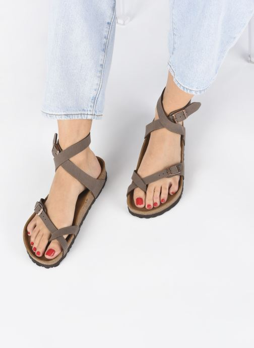 Sandales et nu-pieds Birkenstock Yara Flor W Marron vue bas / vue portée sac